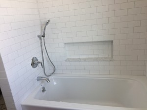 Single handle tub and shower faucet with diverter spout and handshower